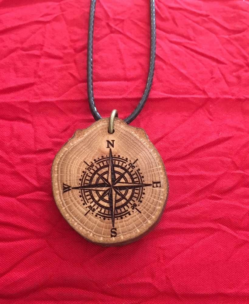 Halskette Aus Holz Klein Kompass Univers Feerique Online Shop